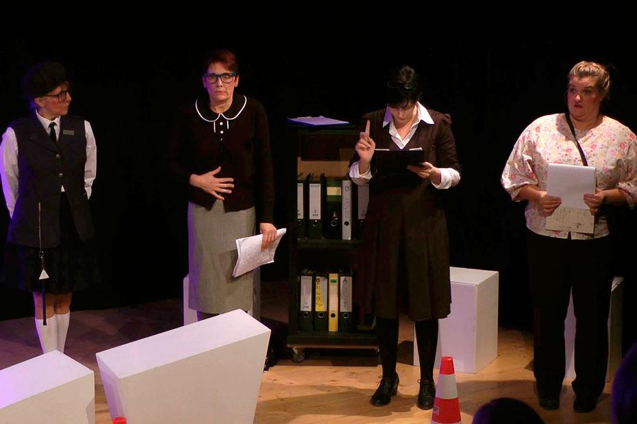"""Die Spielregeln bei """"TopSIE gesucht"""" im Theateratelier 14 in Offenbach a.M.H"""