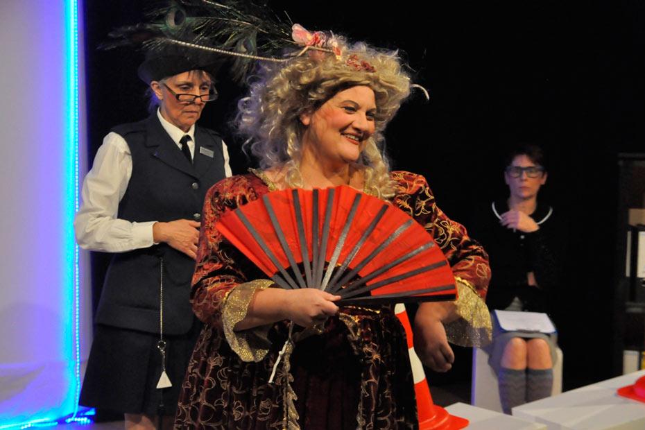 Doris Friedmann als Frau Stuben-Schimmel