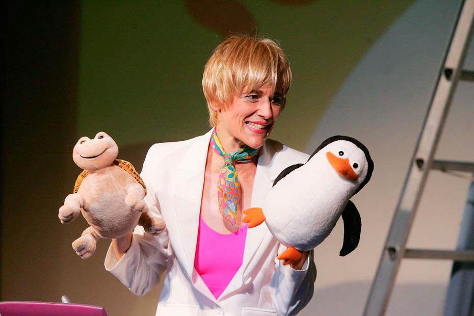 Reisebürofachkraft Schwanthaler alias Sabine Scholz im Theateratelier 14h in Offenbach a.M.