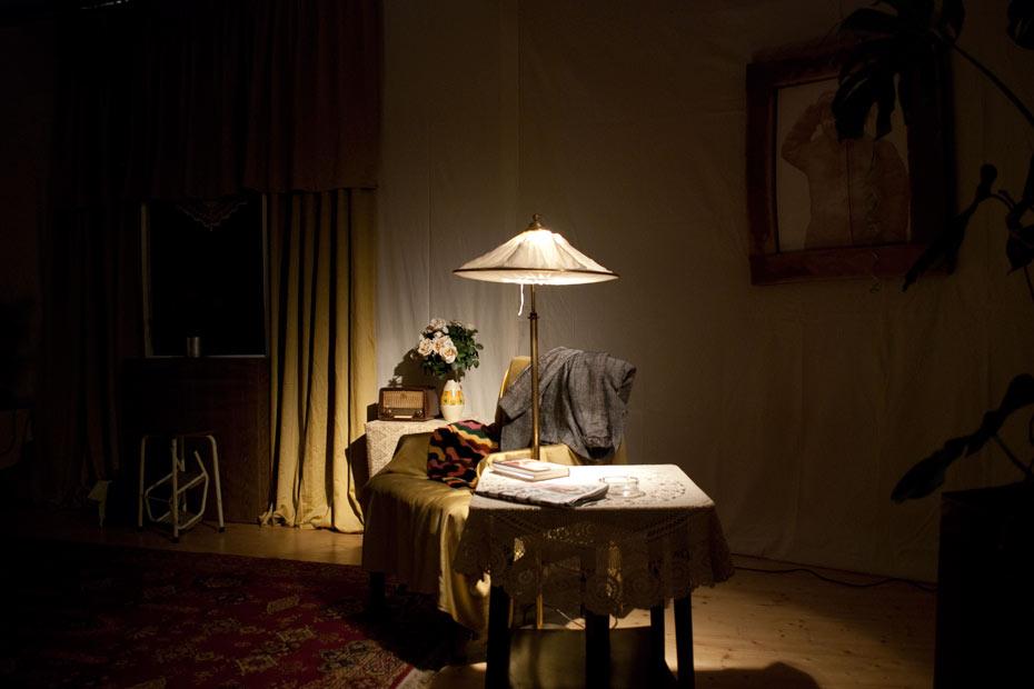 Das Wohnzimmer von Gundula Ödmann im Theateratelier 14H - AltWeiberzauber (2010)