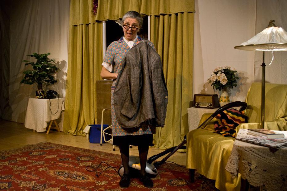 Ulrike Happel als Gundula in AltWeiberzauber im Theateratelier 14H in Offenbach a.M.