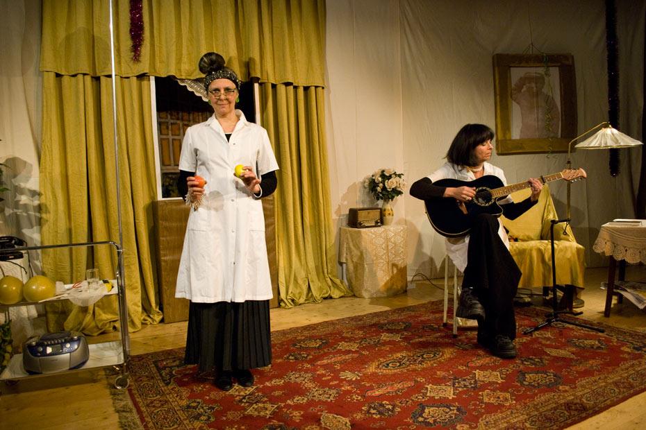 Monika Fuss und Elke Heck im Theateratelier 14H ( AltWeiberzauber - 2010)