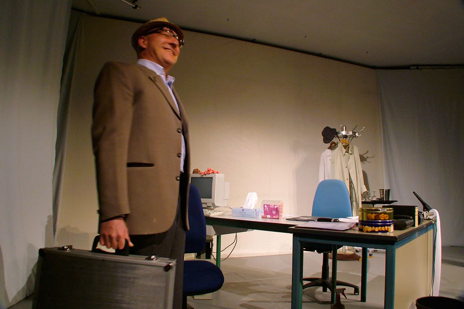 Theateratelier_AllesKonfetti_2007_copyright_anderle_020_930