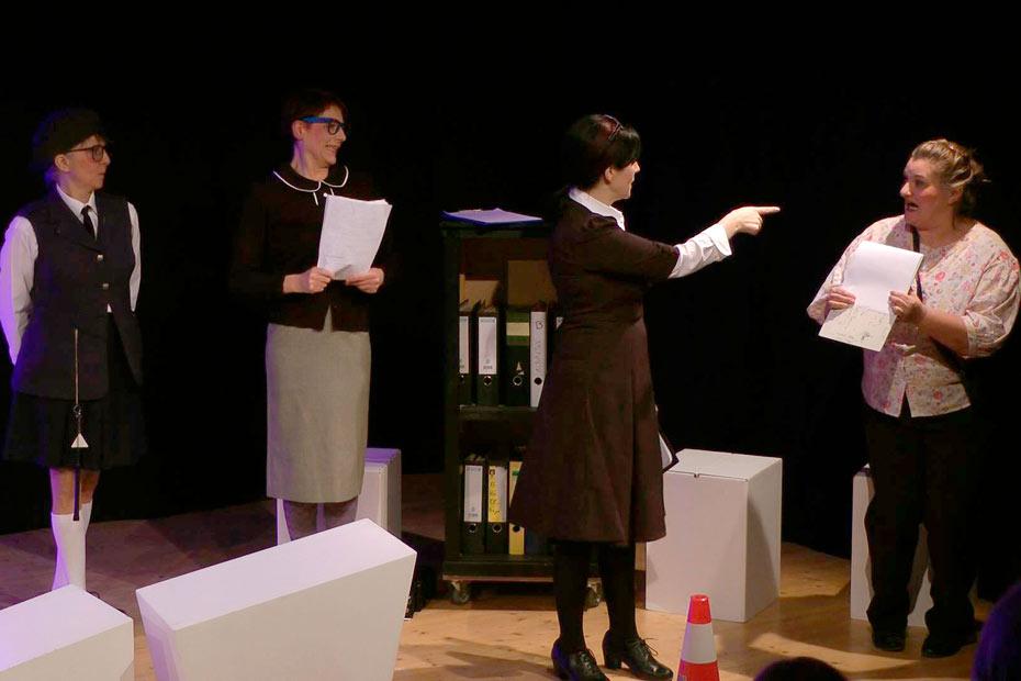 """""""TopSIE gesucht"""" - das aktuelle Abendprogramm des Theateratelier 14 in Offenbach a.M.H"""