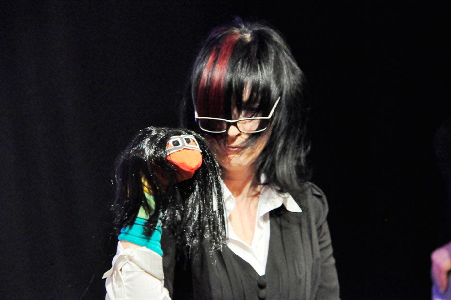 """Michelle Spillner als Bauchrednerin Luise in """"TopSIE gesucht"""""""